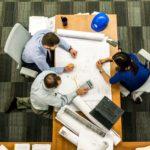 仕事で周りとの協力関係がうまく築けないシステムエンジニア